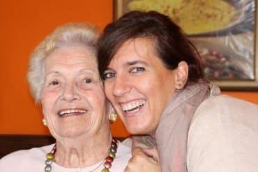 S'occuper d'un senior à domicile, le bon compromis ?