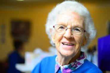 Rester positif est essentiel pour une personne âgée