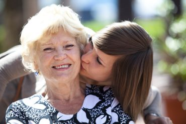 Comment aider une personne atteinte d'Alzheimer