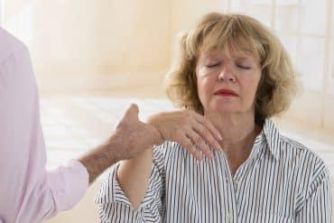 Socio-esthétique et hypnose : pour le bien-être des seniors