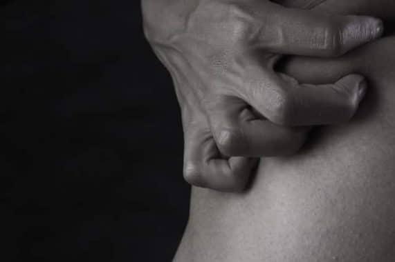 Comprendre la maladie de Charcot : Symptômes, causes et traitements
