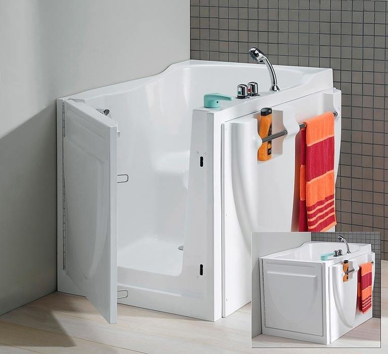 Photo d'une modèle de baignoire avec porte prêt à être utilisé